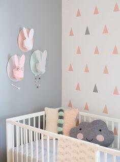 Bij elke behang heeft Histor een mooie kleur. Via: Spot the Penguin: Pastel Nursery