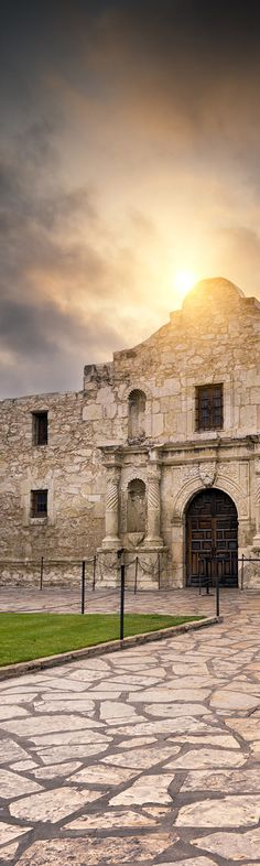 Beautiful picture of the Alamo in San Antonio, Texas