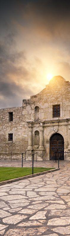 Beautiful picture of the Alamo in San Antonio, TX