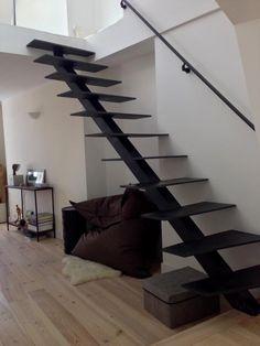 Escalier métallique droit (marches et limon en acier patiné).  Architecture et décoration contemporaine. Art Métal Concept - Quimper - http://artmetalconcept.e-monsite.com/album/escaliers/