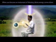 Sinta o tamanho do cordão espiritual. Aqui está um exemplo como são realizados os nossos procedimentos. Através do fluxo energético que é emanado do alto e p...