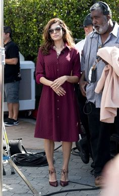Eva Mendes Photos Photos - Eva Mendes stops by the 'Extra' set at Universal Studios on September 25, 2013.  - Eva Mendes Drops by 'Extra' — Part 5