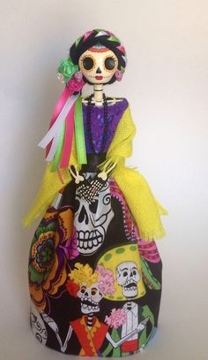 Day of the dead Catrina Doll. Paper Mache Catrina. por LaCasaRoja