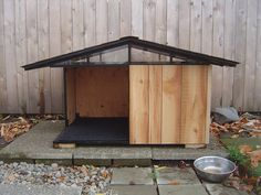 Why is using a dog house a good idea? Most people tend to have the misconception that dog houses are meant for only those dog owners who intend to keep their dogs outside. Modern Dog Houses, Cool Dog Houses, Cat Houses, Puppy Obedience Training, Basic Dog Training, Training Dogs, Dog House Plans, House Dog, Cabin Plans