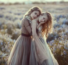 Sisters by Irina Dzhul - Photo 265276907 / Sister Poses, Girl Poses, Fantasy Photography, Portrait Photography, Sister Photography Poses, Glamour Photography, Best Friends Shoot, Portrait Poses, Foto Pose