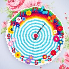Beautiful happy crocheted clocks and links to patterns. In English and Swedish.