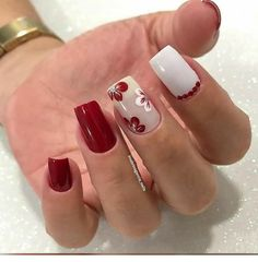 Unhas unhas decoradas unhas decoradas delicadas unhas decoradas p Fancy Nails, Cute Nails, Pretty Nails, Trendy Nail Art, Stylish Nails, Aycrlic Nails, Red Nails, Red Summer Nails, Clear Glitter Nails