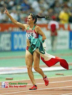 Ana Guevara. Medalla de oro en los 400 metros planos dentro del Campeonato Mundial de Atletismo en París 2003.  #México
