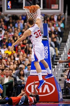 JANUARY 19: Blake Griffin #32 of the Los Angeles Clippers dunks