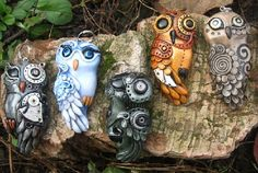 Set of Biomechanical owls. Material - polymer clay, pastels, metallic powders, parts of watch mechanisms, varnish Steampunk Earrings, Clay Design, Owl Jewelry, Polymer Clay Pendant, Stone Painting, Craft Projects, Arts And Crafts, Paper Mache, Cyberpunk