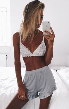 beachwear-for-women-to-fit-and-flatter - Womens Fashion 1 Summer Outfits, Cute Outfits, Foto Pose, Beachwear For Women, Poses, Back Home, Lounge Wear, Style Inspiration, Skinny