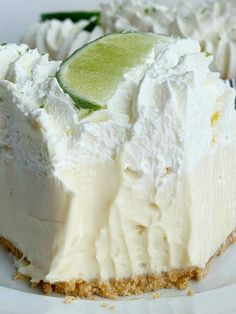 Quick & easy Key Lime Pie needs no baking! A creamy, smooth, and sweet key lime cheesecake filling inside a prepared graham cracker crust. Key Lime Desserts, Köstliche Desserts, Lemon Desserts, Delicious Desserts, Dessert Recipes, Health Desserts, Key Lime Whipped Cream, Lime Cream, Gluten Free Key Lime Pie