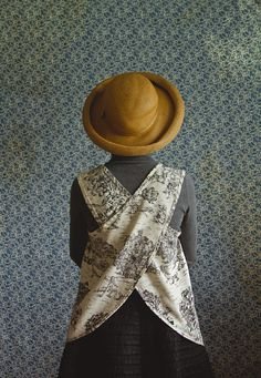 Smock de Jardin by xMOTHERx on Etsy, $84.00 I LOVE AN APRON THAT DOES NOT TIE AROUND THE NECK