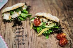 Einfaches Rezept für hausgemachte Pita Brote vom Grill. Können beliebig gefüllt werden und schmecken sehr gut auch als Beilage.