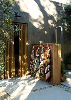 an Interior Designer's Ultra-Cool Malibu Farmhouse Outdoor shower by Alexander Design. Actually pretty simple to make and outdoor shower.Outdoor shower by Alexander Design. Actually pretty simple to make and outdoor shower. Outdoor Bathrooms, Outdoor Rooms, Outdoor Gardens, Outdoor Living, Outdoor Decor, Outdoor Baths, Outdoor Sauna, Outdoor Kitchens, Outside Showers