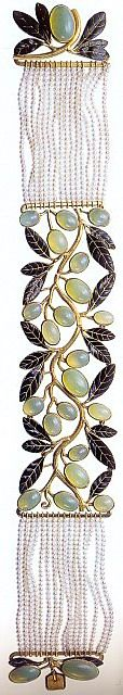 Lalique Moonstone & Pearl Dog Collar Necklace -  I like how the gold gives the moonstone a greenish cast.