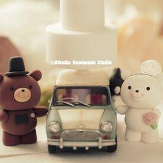 Love bear Wedding Cake Topper #cute #animalscaketopper #minicooper #car #vintage #handmadecaketopper #custom #cute #cakedecor #ceremony #weddingideas #planning #miniatures #weddingseason #claydoll #kikuikestudio #くま #oso #Bär #ours #couple #marriage