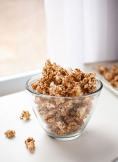 Cinnamon maple caramel popcorn, simple to make with all natural ingredients - cookieandkate.com