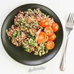 gryczane kaszotto z kaszą gryczana z botwinką zdrowy zdrowy przepis Pasta Salad, Cobb Salad, Ethnic Recipes, Food, Per Diem, Crab Pasta Salad, Cold Noodle Salads, Meals, Noodle Salads