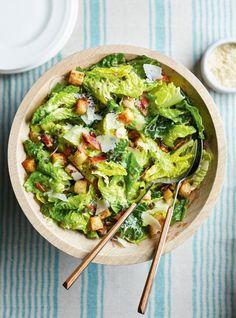 Cette recette de salade César est la meilleure que vous aurez goûtée! Edamame, Lettuce, Avocado Toast, Guacamole, Crisp, Side Dishes, Good Food, Healthy Recipes, Healthy Food