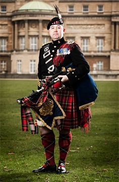 The Sovereign's Piper, Queen Elizabeth II personal piper, Derek Potter plays the bagpipes for HM every morning at 9am for fifteen minutes below her private appartments in Buckingham Palace, a tradition started by Queen Victoria