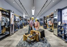 Wrangler's Asian strategy appeals to the scooter-driving generation that covets American denim. (more: http://www.vmsd.com/content/biker-world) Photography: Thomas de Cian, Bangkok