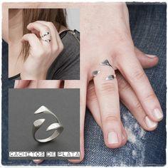 Ps, PS!! Algo te está esperando en nuestra web! Última unidad de nuestro precioso anillo de Plata de Ley, Tridente. Ajustable, así que es muy fácil acertar con tu talla.  http://cachitosdeplata.com/es/anillos/45-anillo-plata-tridente.html#.VE-qLRb4p0o