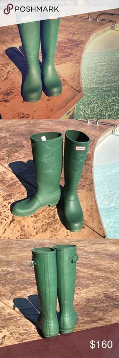 Classic Hunter Original Tall Rain boots Only worn a few times. In superb condition. Original Hunter Green color. So comfortable and stylish! Hunter Shoes Winter & Rain Boots