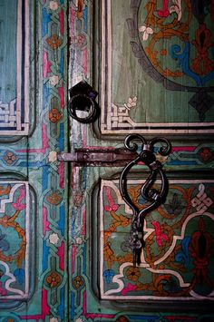 A close-up view of the inside of a hotel room door at the Casa Hasan Riad Hotel in Chefchaouen, Morocco. By Mark Fischer. Knobs And Knockers, Door Knobs, Door Handles, Cool Doors, Unique Doors, Door Detail, Painted Doors, Door Locks, Doorway