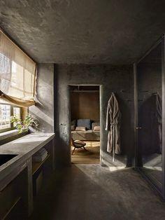 L'architecte japonais Tatsuro Miki et le designer belge Axel Vervoordt ont créé le TriBeCa Penthouse en haut du bâtiment du Greenwich h...