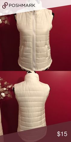 White puffer vest Brand new with tags never worn Rue 21 Jackets & Coats Vests