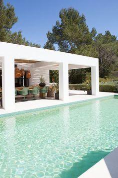 En Ibiza, villa blanca...