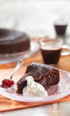 Mutakakku   Maku Finnish Recipes, Great Recipes, Favorite Recipes, Healthy Treats, Vegan Desserts, I Love Food, No Bake Cake, Cheesecake, Food And Drink
