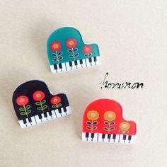 【BLACK再販】おもちゃのピアノのブローチ(レトロフラワー) by hononon アクセサリー コサージュ・ブローチ