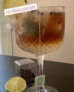 Gin tônica energizante - usamos café chá pimenta e limão. Se ficou bom? Maravilhoso! Deixa seu comentário e marca um amigo pra ver essa receita. #bebidaliberada #gin #gintonica #gintonic #ginlovers #ginlover #drink #drinks #coquetel #coquetelaria Alcoholic Drinks, Wine, Glass, Instagram, Food, Cocktail, Recipes, Drinkware, Corning Glass