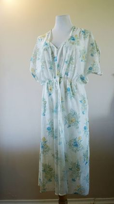 Vintage Sheer White with Floral 70's Peignoir Negligee and Matching Robe Lingerie Set Size 12 M-179  CA$67.99  #peignoir #70s #floral #vintagelingerie #lingerie #lingerieset #set #vintagepeignoir #weddingnight #wedding #bride #bridetobe #giftforher #gift #spring #weddingshower #romantic #shopvintage #vintage #vintagefashion