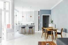 The blue/gray hues blend effortlessly with the midcentury furniture.