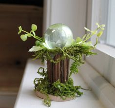 Fairy Accessories ~ Fairy Gazing Ball ~ Fairy Garden Globe with Flora by Olive, Scale to Flower Fairies by Cicely Mary Barker - Flasche - Garten Cicely Mary Barker, Fairy Garden Furniture, Fairy Garden Houses, Fairy Crafts, Garden Crafts, Garden Globes, Fairy Figurines, Fairy Garden Accessories, Fairy Doors