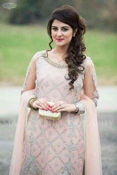 Party hairstyles 677088125210419561 - Trendy Haircut Curly Hair Long Hairstyles Ideas Source by Hairstyles For Long Dresses, Saree Hairstyles, Open Hairstyles, Wedding Hairstyles For Long Hair, Bride Hairstyles, Fantasy Hairstyles, Indian Party Hairstyles, Hair Wedding, 1930s Hairstyles