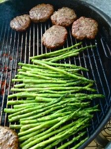 Grilled Asparagus recipe: uses bunches of spices i have Great Recipes, Dinner Recipes, Summer Recipes, Favorite Recipes, Vegetable Recipes, Grilling Recipes, Cooking Recipes, Healthy Recipes, Recipes