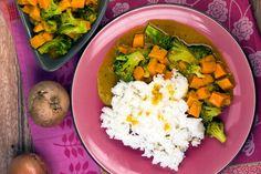Gelbes Curry mit Kokosmilch, Süßkartoffeln und Brokkoli