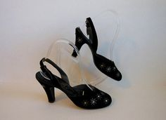 1950s shoes / You're A Star Vintage 50's by Planetclairevintage 50s black closed toe pumps with stars and crystals!