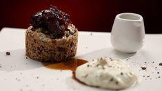 Cette recette de gâteau à la meringue, chocolat et pacanes avec dattes au café est tirée de l'émission Ça va chauffer! Australie.