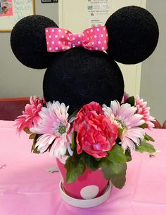 Have you ever thrown a Disney themed Birthday party? I gave my youngest little girl a Minnie Mouse birthday party when she turned two. Minnie Y Mickey Mouse, Minnie Mouse Theme Party, Minnie Mouse Baby Shower, Mickey Party, First Birthday Parties, Birthday Party Themes, Birthday Ideas, Minnie Mouse Center Pieces, Mickey Mouse Birthday