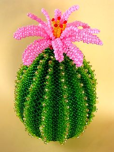 Beautiful beaded accessories and toys by Vera Orlova Seed Bead Flowers, French Beaded Flowers, Wire Flowers, Beading Projects, Beading Tutorials, Beading Patterns, Crochet Flower Patterns, Crochet Flowers, Beaded Banners