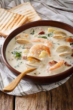 Seafood Soup Recipes, Chowder Recipes, Clam Chowder, Clams, Cheeseburger Chowder, Yummy Treats, Shrimp, Curry, Tasty