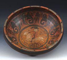 Rosemalt ølbolle med oker bunnfarge, malt av Olav Hansson (ca. 1750-1820) Drikkevers innv. og datering 1802. Rosemalt innv. på sidene og i bunnen med hest og rytter. D: 32 cm. Prisantydning: ( 30000 - ) Solgt for: 30000