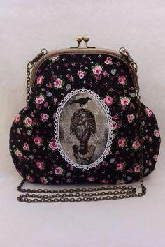 Fait main Grand sac style vintage tissu noir fleuri avec médaillon imprimé corbeau sur squelette thoracique et fond baroque,fermoir bronze et chaine Rose Fushia, Style Vintage, Crochet, Baroque, Coin Purse, Creations, Wallet, Purses, Etsy