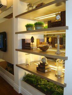 Home Interior Design — Decoration: Living Room Shelves - House Colors Living Room Shelves, Living Room Decor, Quirky Home Decor, Home Decor Trends, Decor Ideas, House Colors, Home Interior Design, Interior Modern, Kitchen Interior