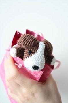 Amigurumi creations by Laura: Amigurumi Dog Pattern in process Cute Crochet, Crochet For Kids, Crochet Crafts, Yarn Crafts, Crochet Projects, Crochet Amigurumi, Crochet Dolls, Crochet Yarn, Crochet Dog Patterns